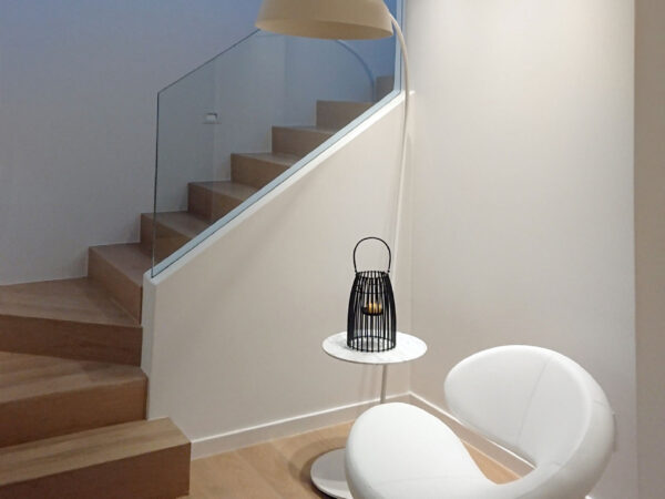 Διαμέρισμα Δ2 ( η σκάλα προς το δώμα και την πισίνα) - Apartment D2  (staircase towards roof and pool)
