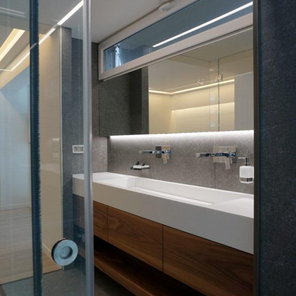 Το λουτρό στο master υπνοδωμάτιο - Master bathroom