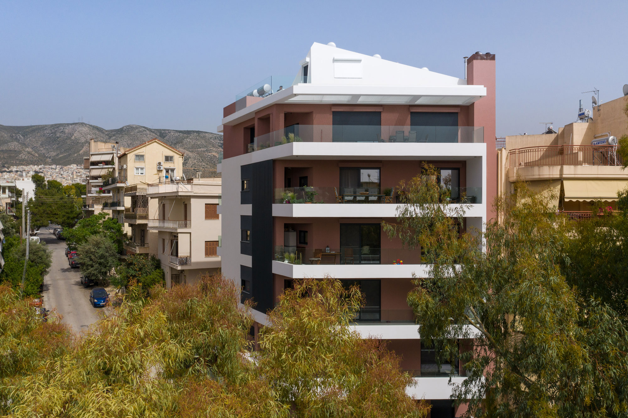 Alimos 4 apartment building by Axiacon